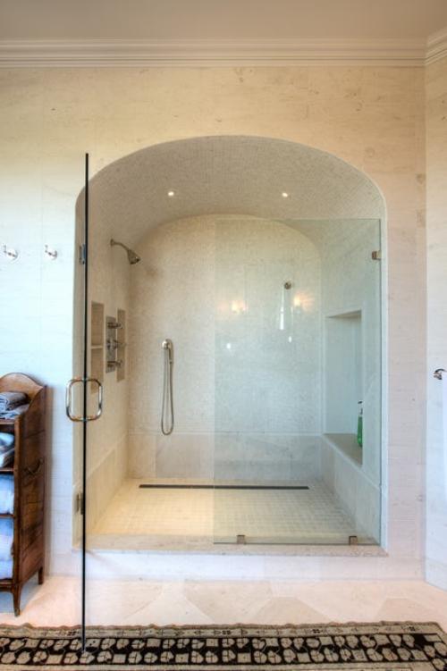 salle de bains avec suites niche aménagée