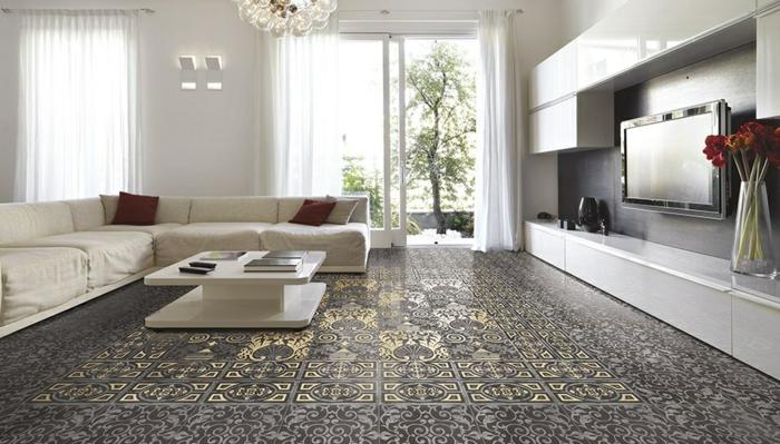 salon accueillant sol marbre à motifs floraux