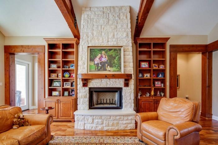 salon avec cheminée plafond poutre apparente en bois