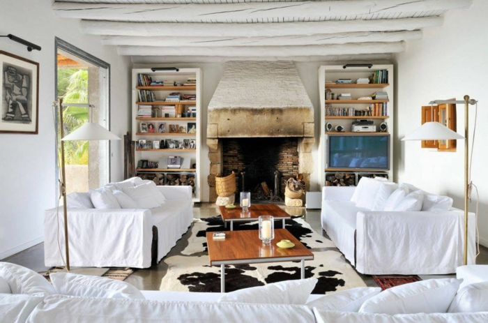 salon blanc plafond poutre apparente peinte