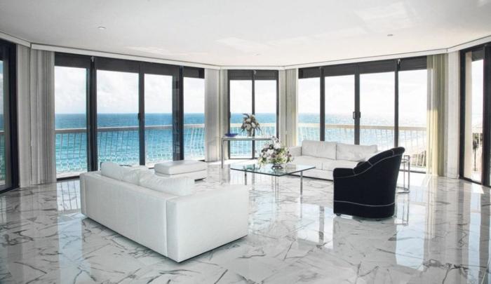 salon blanc vue de mer sol marbre