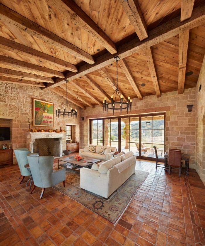 salon rustique plafond haut poutre apparente