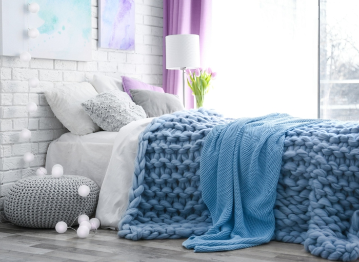 ambiance cocooning avec un plaid grosse maille