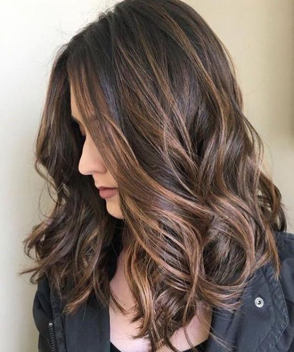 balayage pour brune cheveux ondulés