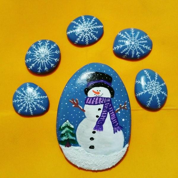 bonhomme de neige idée peinture sur galets noël