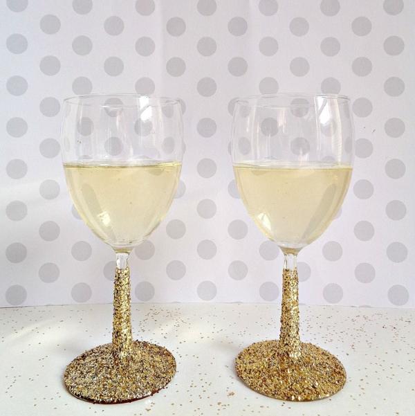 cadeau de noël maman à faire soi-même tasses à champagne paillettées