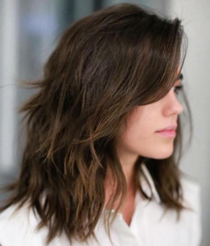 carré dégradé cheveux mi-longs