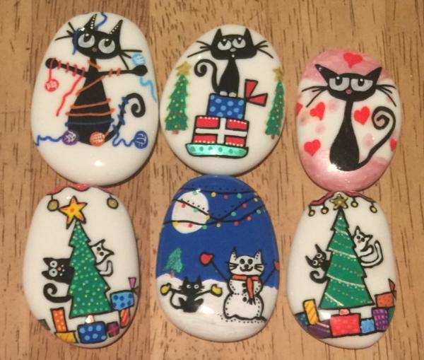 chats peinture sur galets noël