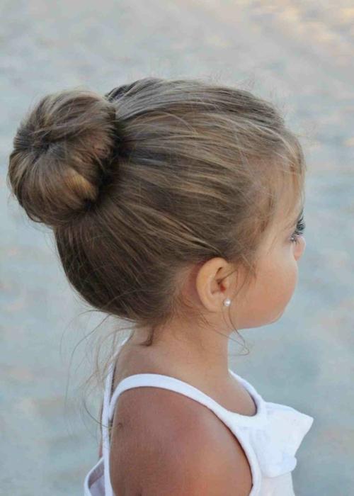 coiffure bébé fille chignon classique