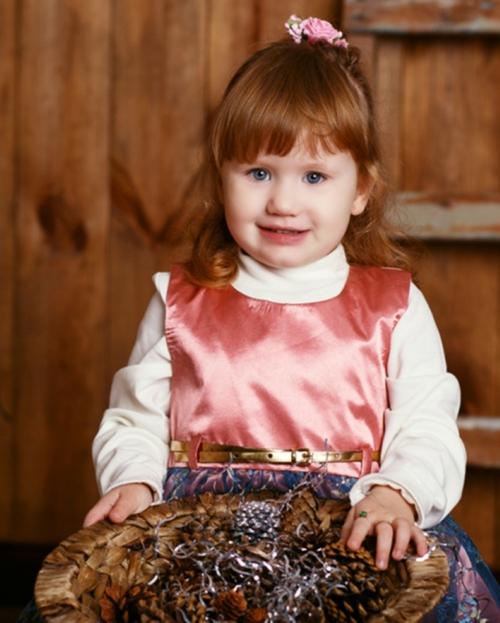 coiffure bébé fille frange et accessoire déco