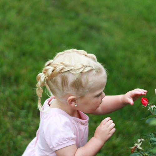 coiffure bébé fille tresses françaises latérales