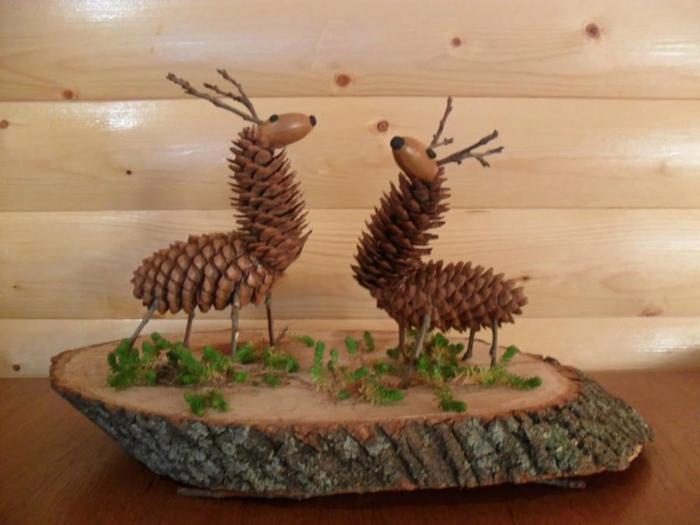 création avec des pommes de pin à faire avec vos enfants