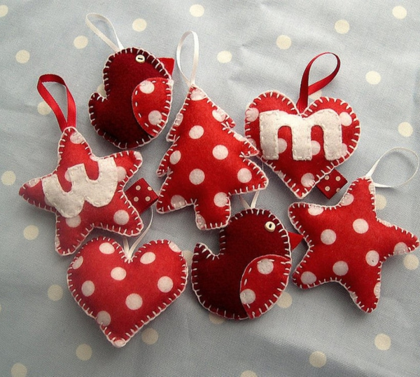 déco Noël à fabriquer en tissu des figures à accrocher