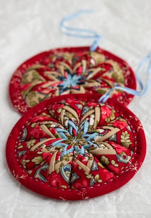 déco Noël à fabriquer en tissu médaillons multicolores