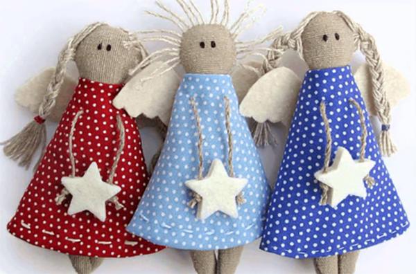 déco Noël à fabriquer en tissu poupées souriantes