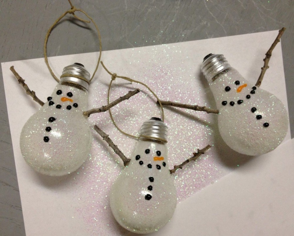 déco Noël à faire soi-même ampoules désuètes