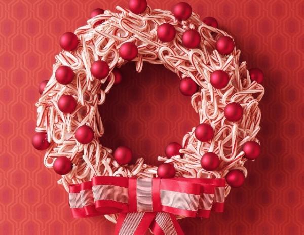 déco Noël à faire soi-même couronne en plastique