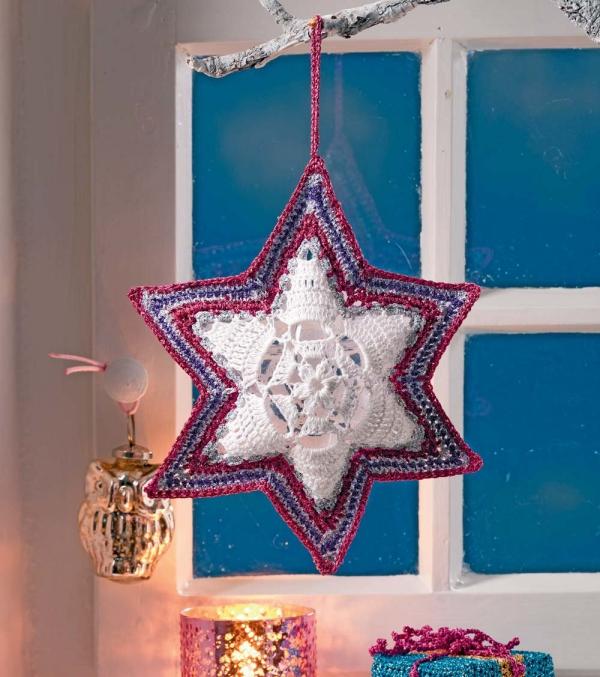 déco Noël au crochet étoile accrochée sur une branche