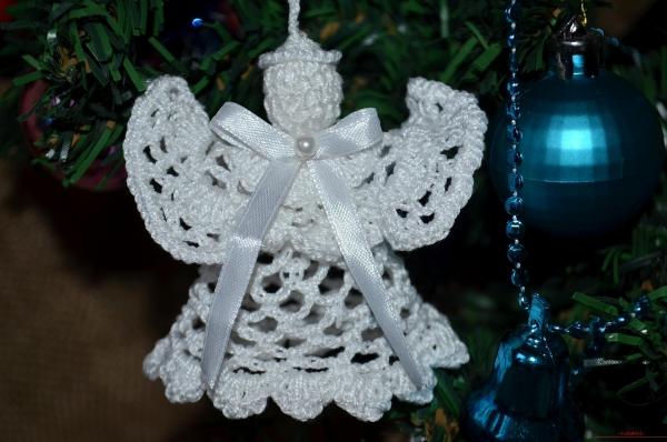 déco Noël au crochet petit ange blanc