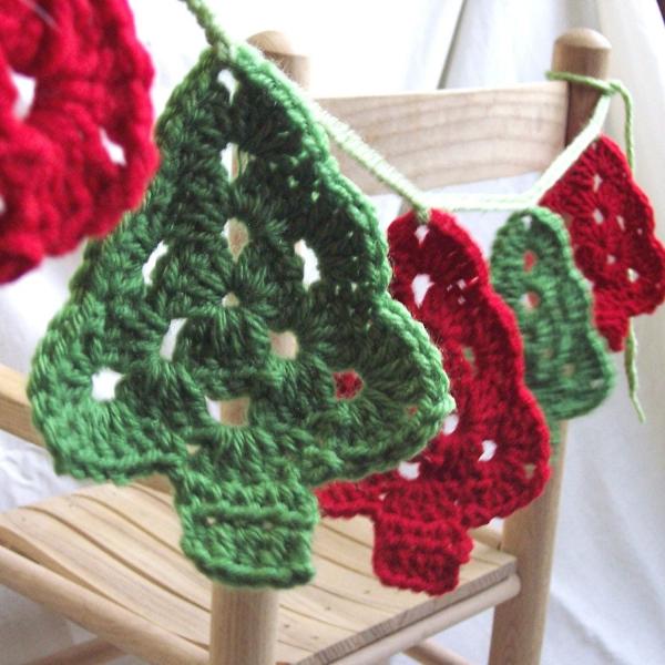 déco Noël au crochet sapins verts et rouges