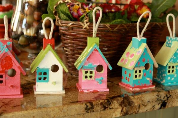 décoration Noël à fabriquer en bois des nichoirs multicolores