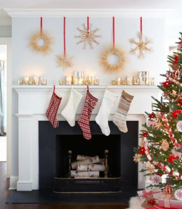 décoration Noël cheminée avec des chaussettes
