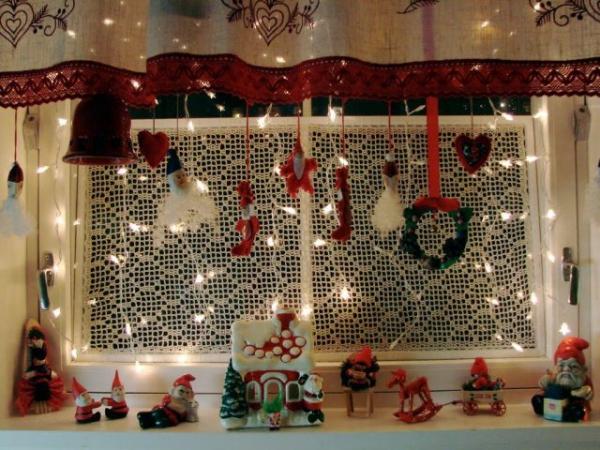 décoration de Noël fenêtre dentelle sur la vitre