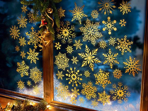 décoration de Noël fenêtre la vitre brille