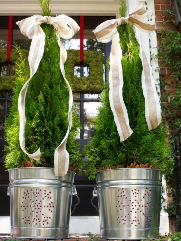 décoration de noël extérieur arbre arbres seaux en métal argenté