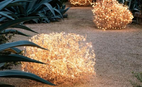 décoration de noël extérieur arbuste lumineux en fil de cuivre