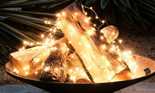 décoration de noël extérieur bûches de bois