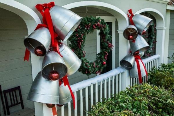 décoration de noël extérieur cloches géantes