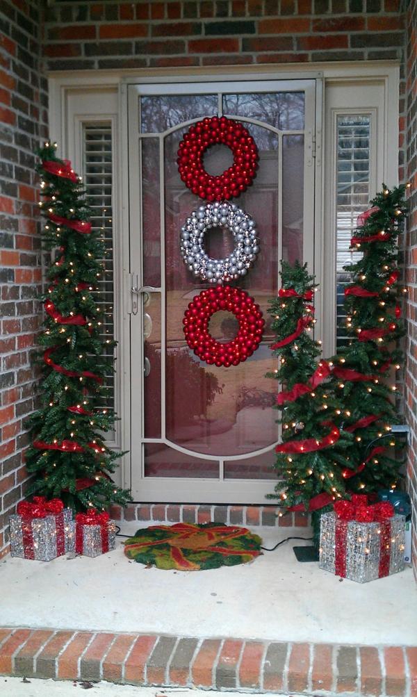 décoration de noël extérieur couronne de porte boules de noël