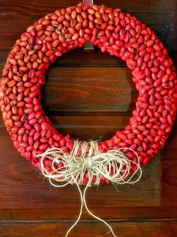décoration de noël extérieur couronne en pistaches porte