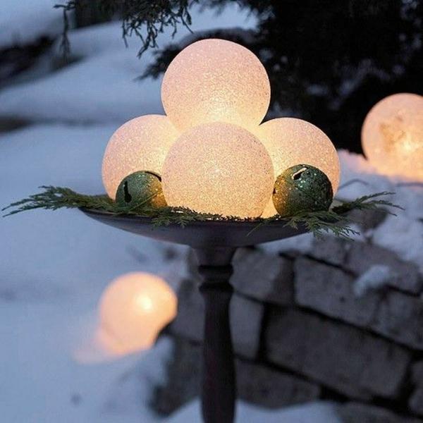décoration de noël extérieur globes givrés incandescents diy