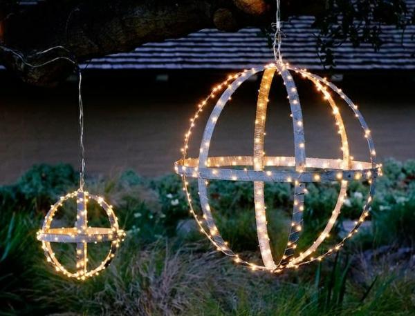 décoration de noël extérieur globes lumineux suspendus