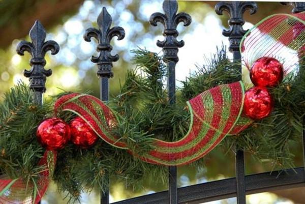 décoration de noël extérieur guirlande clôture de jardin