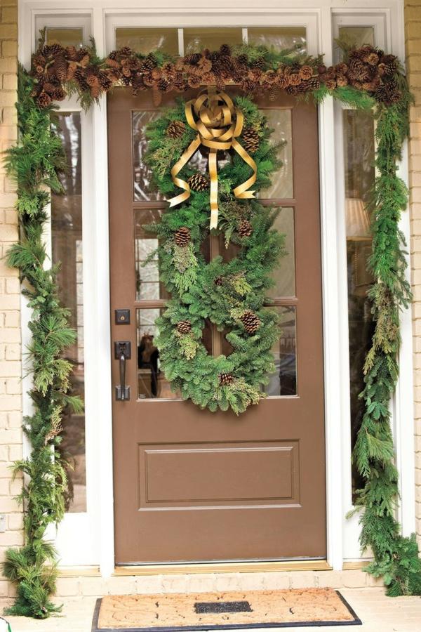 décoration de noël extérieur guirlandes couronne à feuilles persistantes