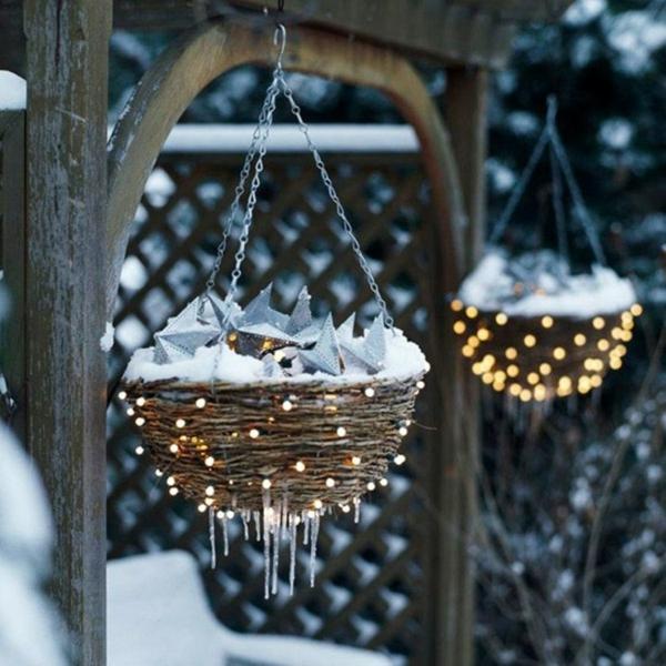 décoration de noël extérieur jardinières suspendues lumineuses