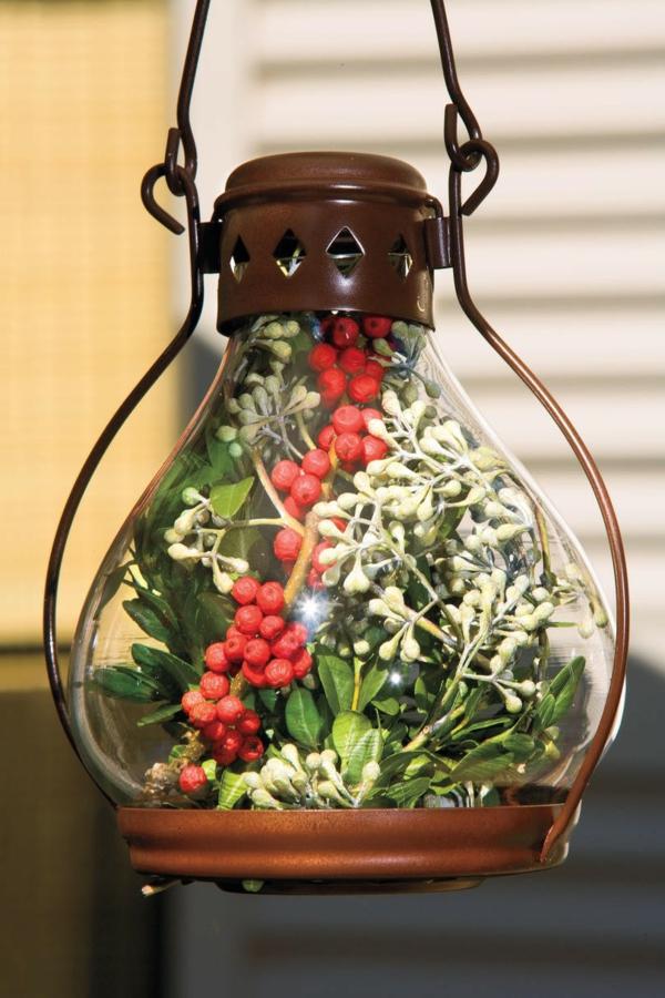 de noël extérieur lanterne baies de houx eucalyptus terrasse