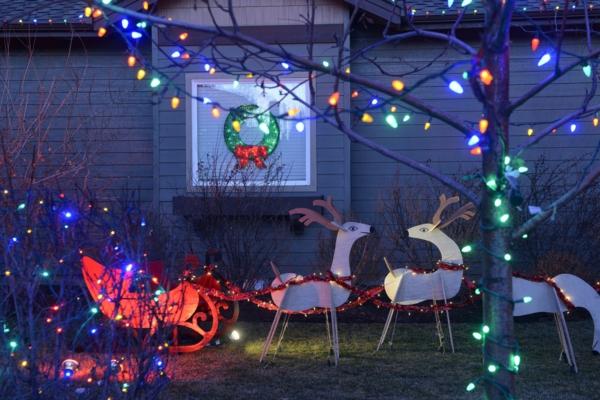 décoration de noël extérieur rennes traîneau de père Noël