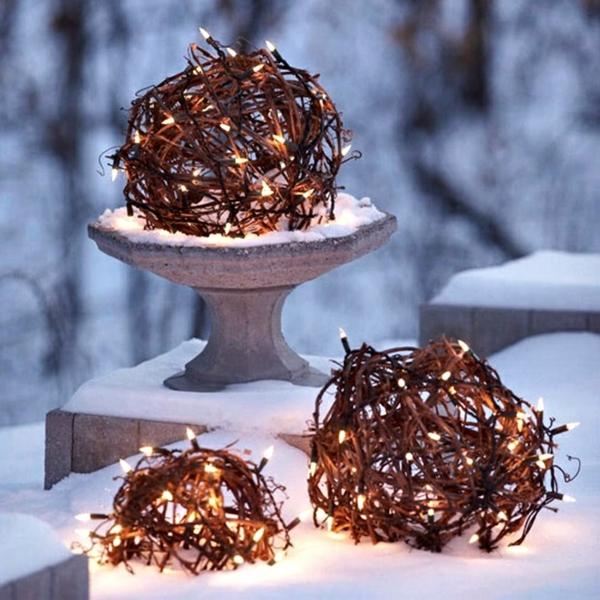 décoration de noël extérieur sphères lumineuses