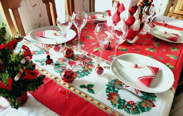 décoration de table Noël blanc et rouge