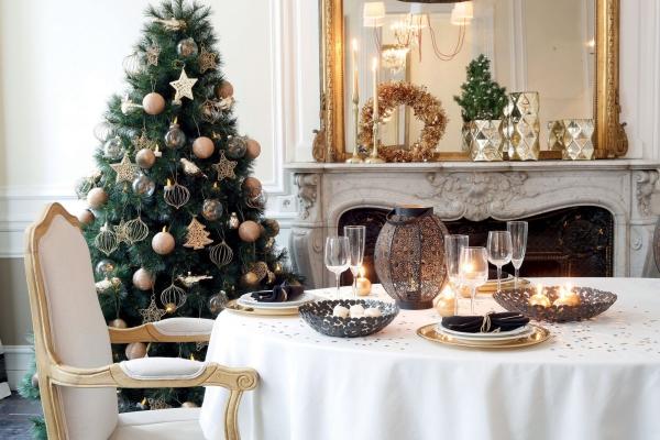 décoration de table Noël nappe blanche