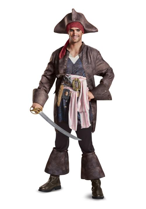 déguisement Halloween Jack Sparrow une épée dans la main