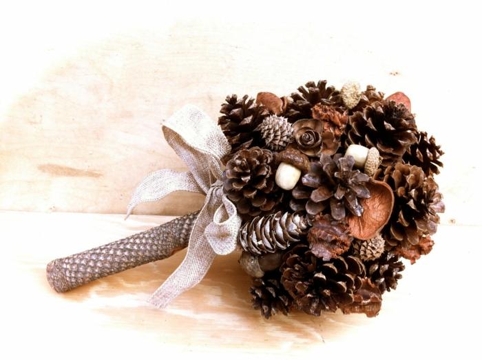 diy idée bouquet création avec des pommes de pin
