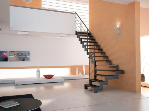 escalier quart tournant blanc et ocre pour les deux niveaux