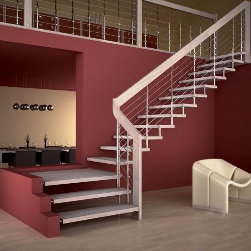 escalier quart tournant mur en rose foncé