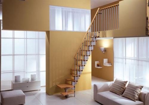 escalier quart tournant un salon très clair