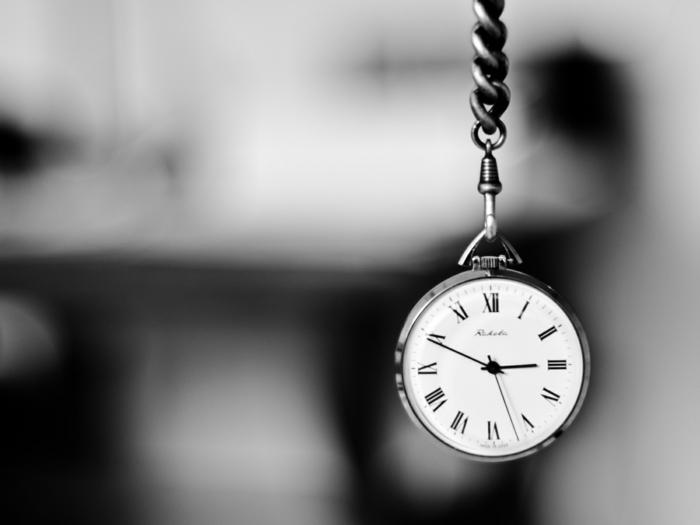 horloge photographie noir et blanc
